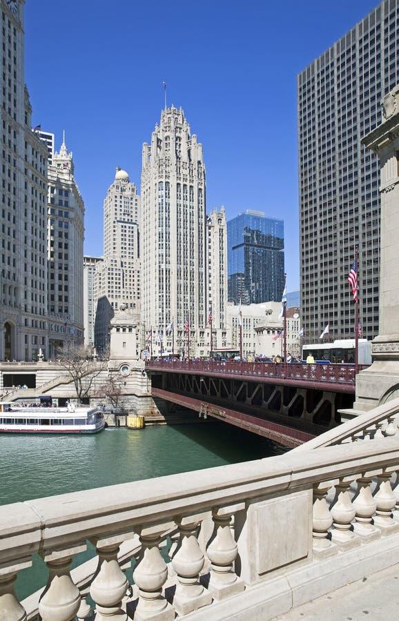 Chicago River beskådar arkivbilder