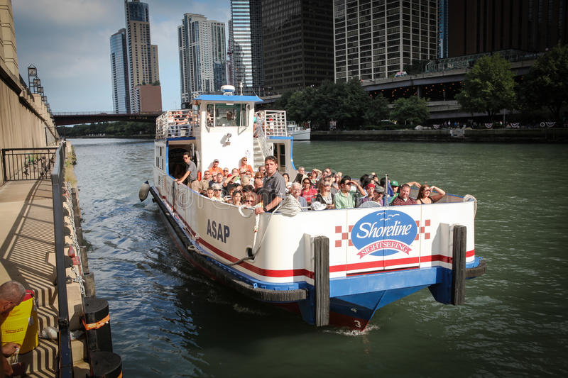 Download Chicago Riverboat Tours. Editorial Photo - Image: 24219181