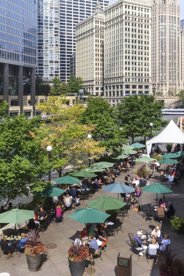 chicago riverwalk arkivfoton