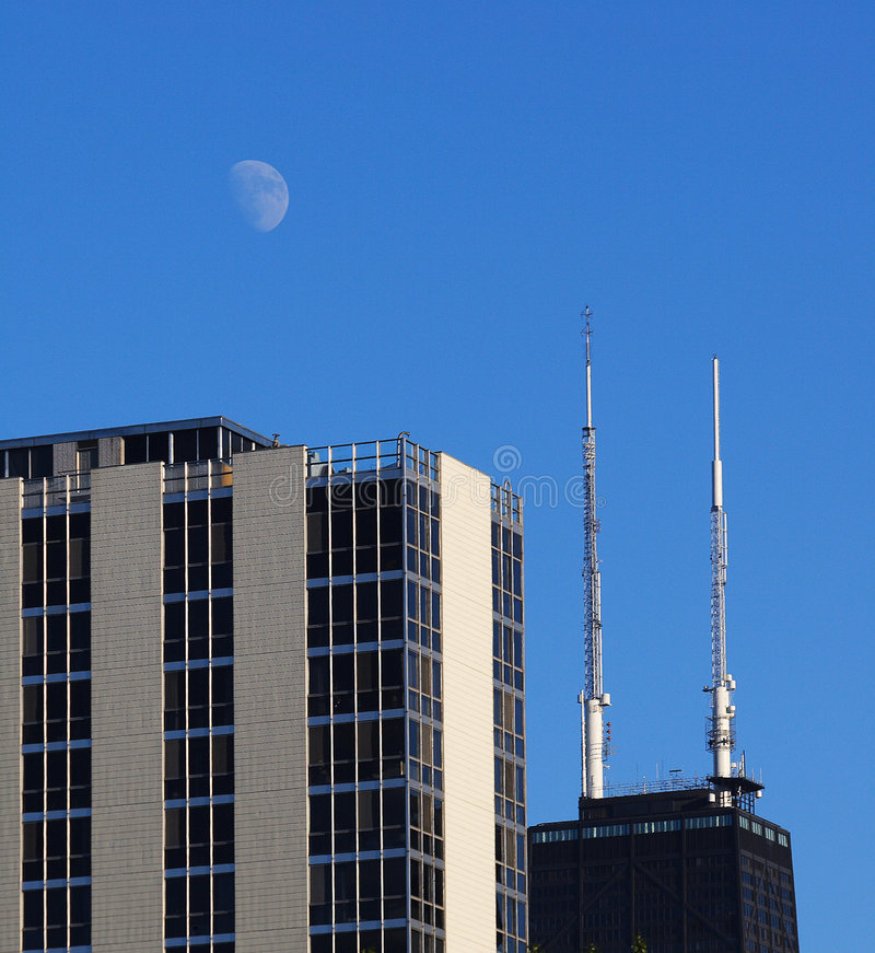 Free Chicago S John Hancock Tower With View Of Moon Royalty Free Stock Photo - 1090765