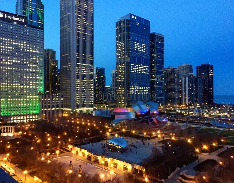 Chicago& x27; s Millenniumpark van hierboven stock afbeeldingen