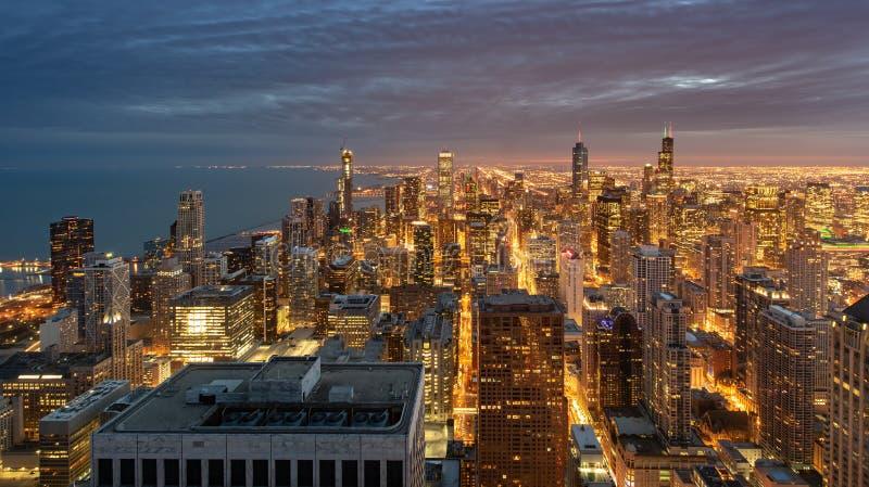 Chicago Skyline Cityscape w nocy i niebieskie niebo z chmurą, Chicago obraz royalty free