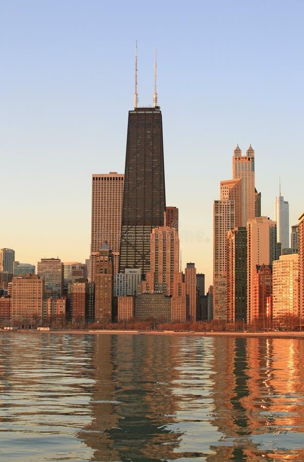 Chicago-Skyline an der Dämmerung stockfotos