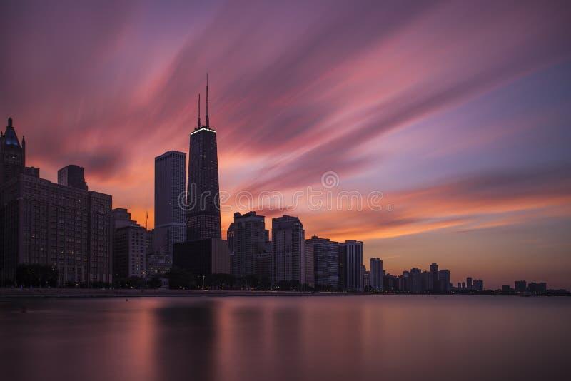 Chicago-Skyline am Sonnenuntergang stockbilder