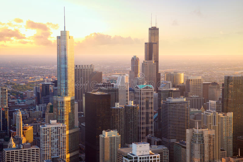 Chicago skyskrapor på solnedgången fotografering för bildbyråer