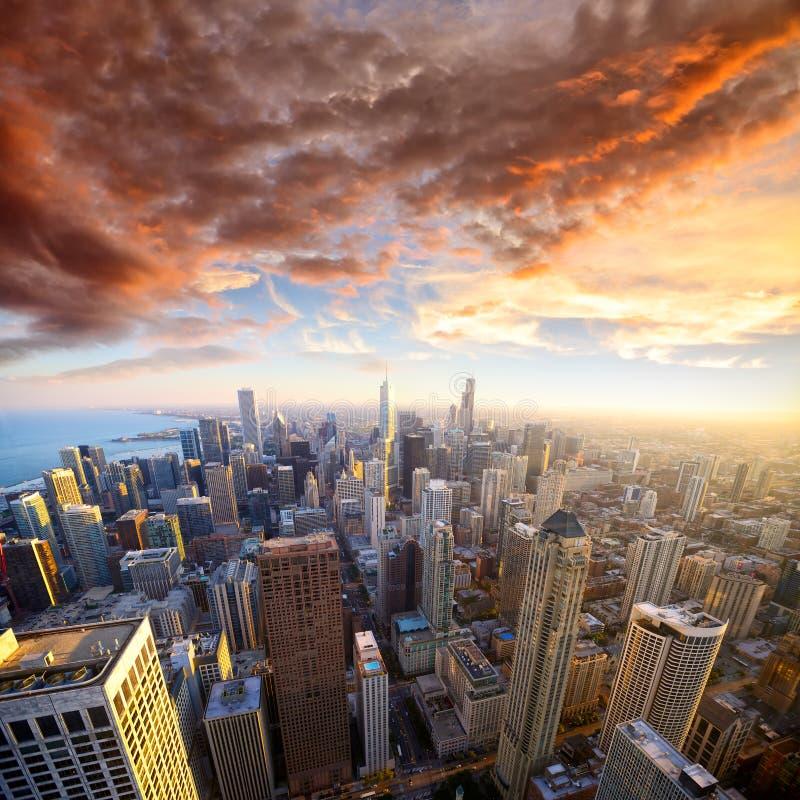 Chicago am Sonnenuntergang lizenzfreie stockbilder