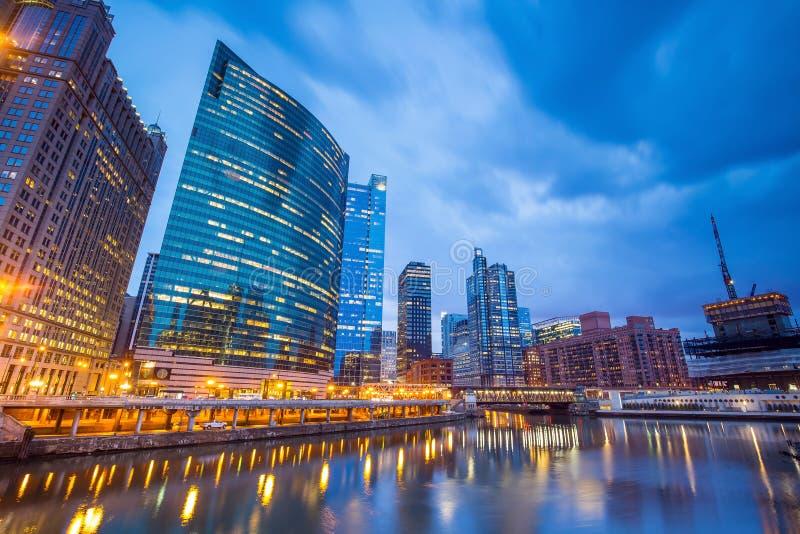 Chicago-Stadtzentrum und Chicago River stockbild