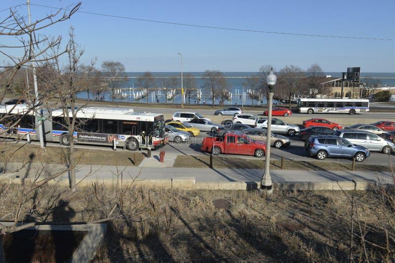 Chicago trafik i ett freway på sjökusten arkivbilder