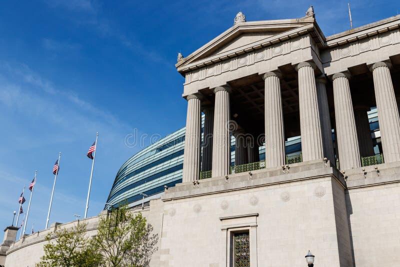 Chicago - vers en mai 2018 : Soldat Field, maison des ours Les supports originaux de façade de colonnade gardent devant le verre  photographie stock