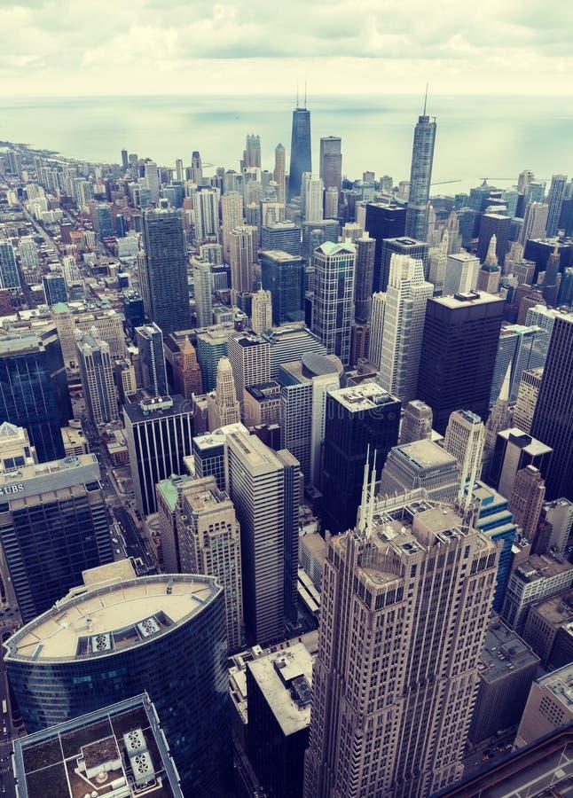 chicago Vista aerea della città di Chicago dal livello qui sopra Filtro freddo sovrapposto da tono Vista dell'occhio del ` s dell fotografie stock libere da diritti