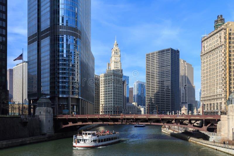 Chicagoet River tjänar som som den huvudsakliga sammanlänkningen mellan den stora sjön royaltyfri fotografi