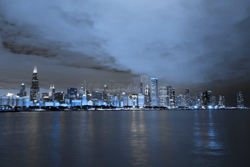 Chicagowska linia horyzontu przy nocą zdjęcia royalty free