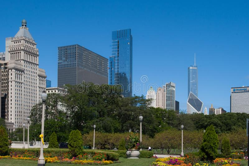 Chicagowski pejzaż miejski na jaskrawym słonecznym dniu obrazy stock