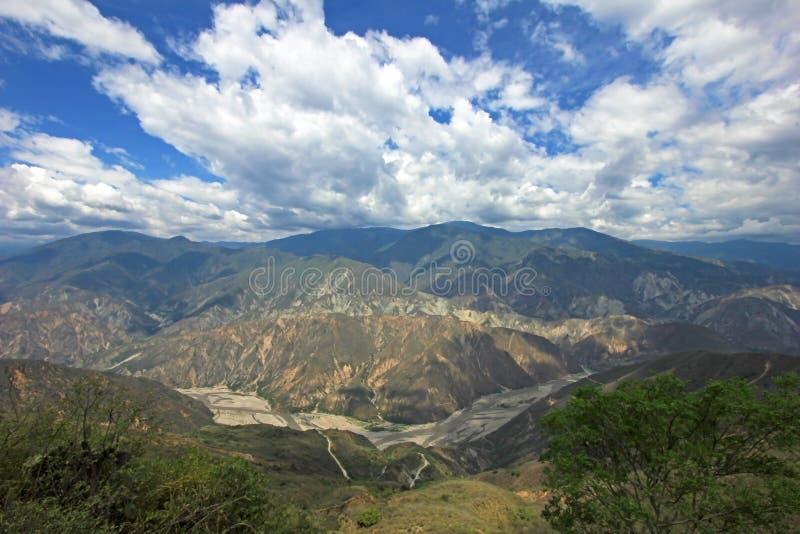 Chicamocha峡谷全景在布卡拉曼加附近的在桑坦德,哥伦比亚 免版税图库摄影