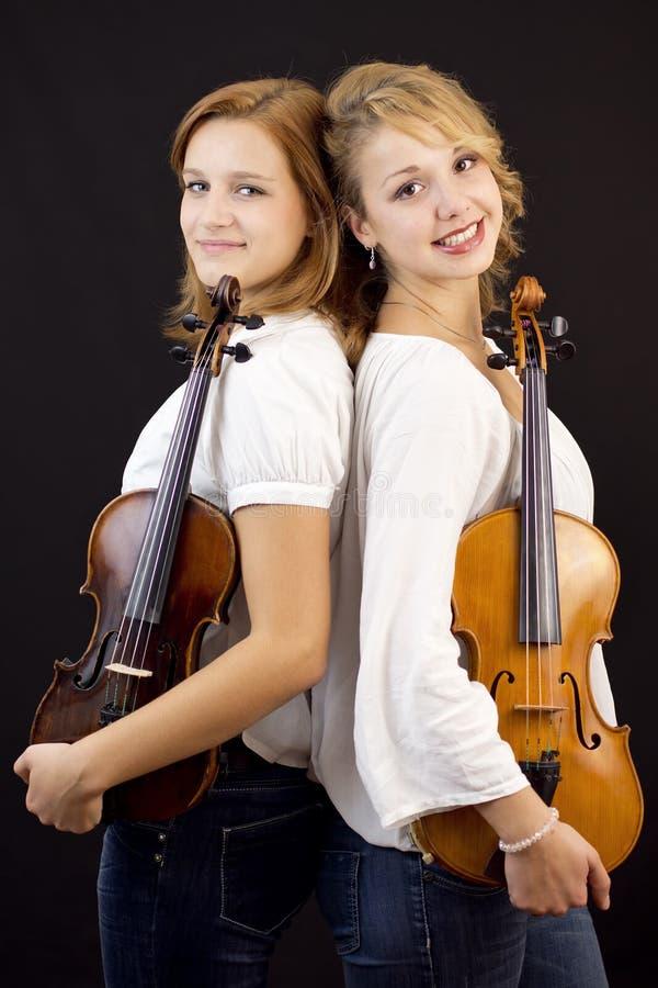 Chicas jóvenes con el violín y la viola imagenes de archivo