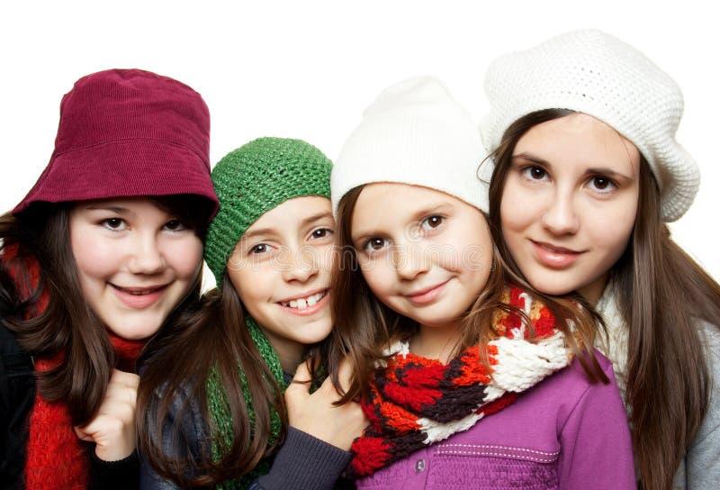 Chicas jóvenes en equipos del invierno imagen de archivo