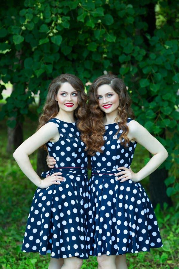Chicas jóvenes hermosas imagen de archivo