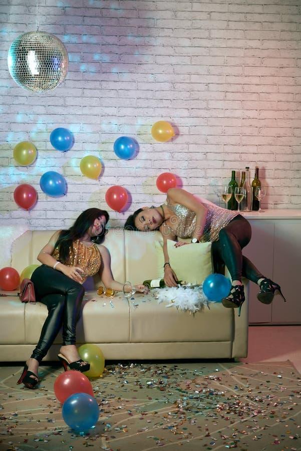 Chicas marchosas dormidas fotografía de archivo libre de regalías