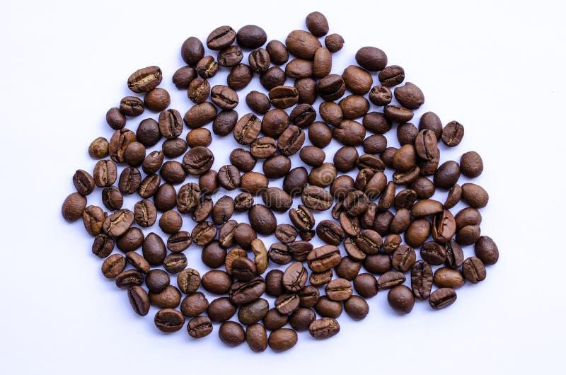 Chicchi di caffè al forno medi fotografie stock libere da diritti