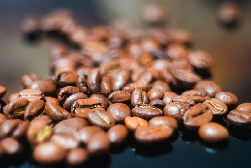 Chicchi di caffè, caffè nero fotografie stock
