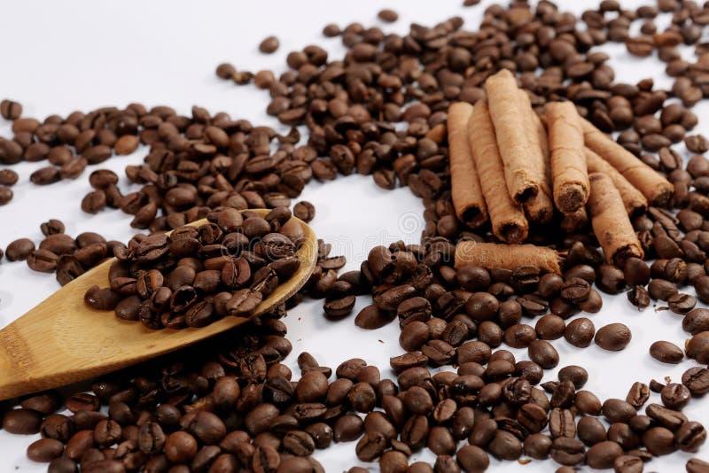 Chicchi di caffè e bastoni del choc fotografia stock libera da diritti