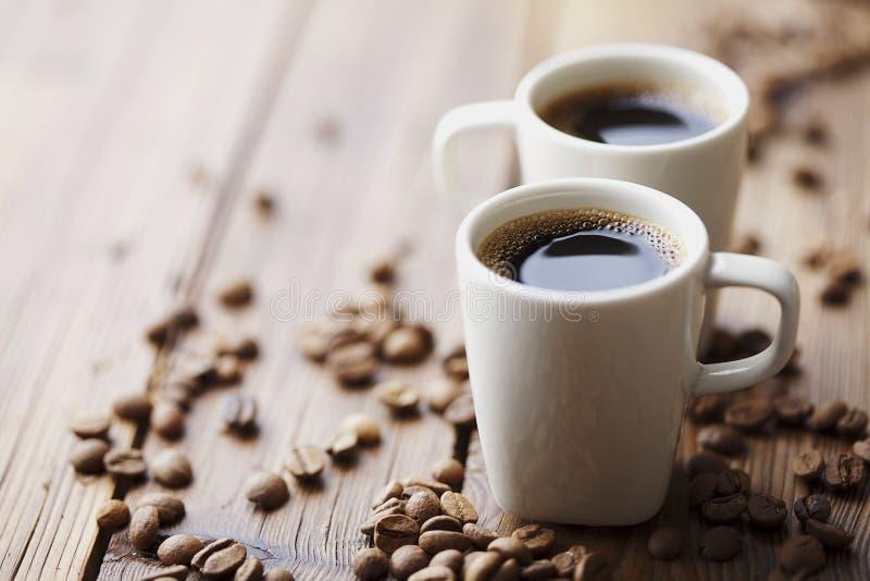Chicchi di caffè e caffè immagini stock