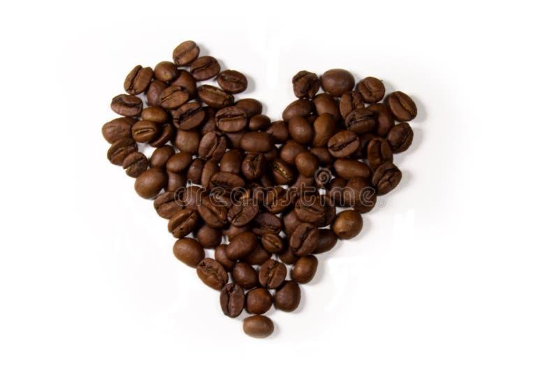 Chicchi di caffè nella figura di cuore fotografia stock