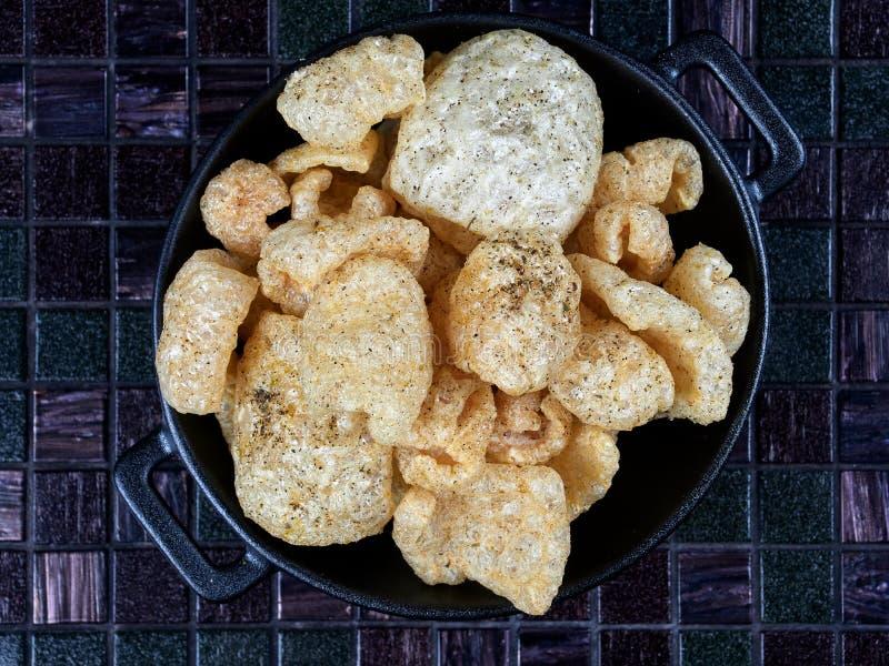 Chicharron ou chicharrons, peau de porc frite photo libre de droits