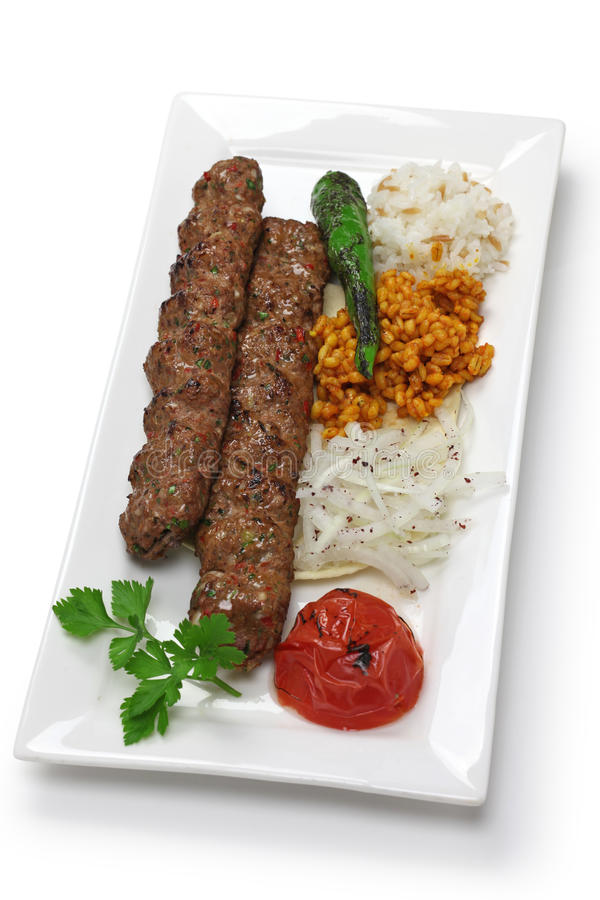 Chiche-kebab d'Adana, nourriture turque images stock