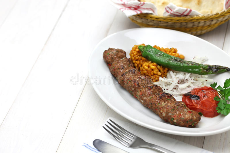 Chiche-kebab d'Adana, nourriture turque photo stock