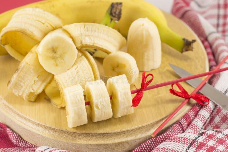 Chiche-kebab de banane et décoration rustique de tranches photographie stock libre de droits