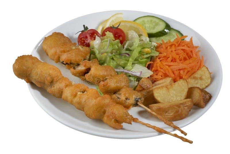 Chiche-kebab de poissons, poisson embroché avec des légumes image libre de droits