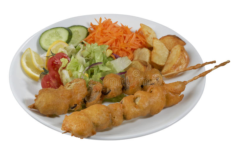 Chiche-kebab de poissons, poisson embroché avec des légumes photo stock