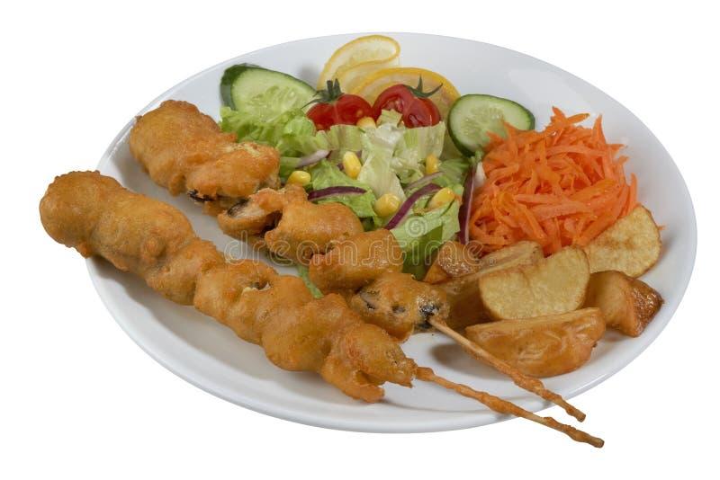 Chiche-kebab de poissons, poisson embroché avec des légumes photographie stock
