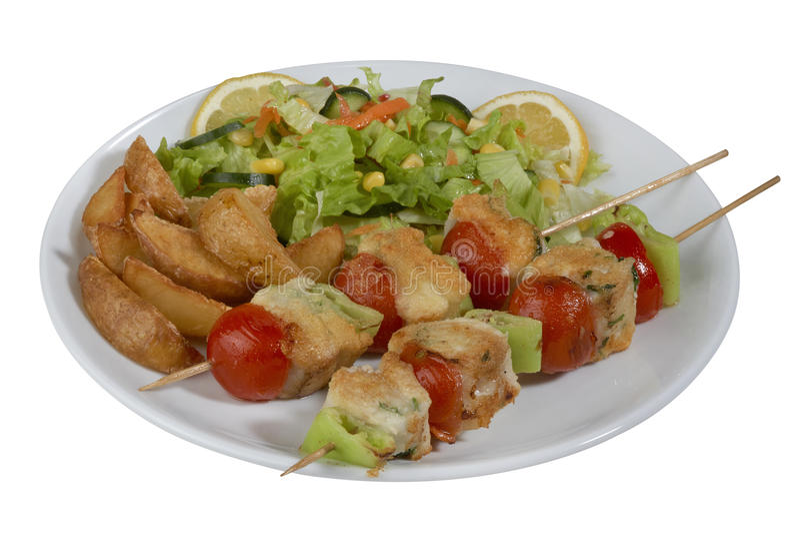Chiche-kebab de poissons, poisson embroché avec des légumes photos libres de droits