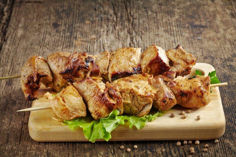 Chiche-kebab grillé de viande de porc images stock