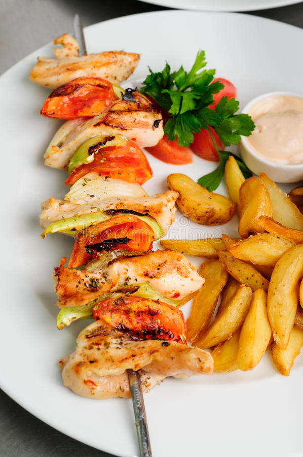Chiche-kebab sur des brochettes photo stock