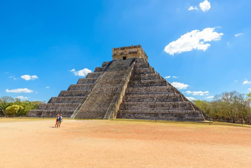Chichen Itza - πυραμίδα EL Castillo - αρχαίες καταστροφές ναών της Maya Yucatan, Μεξικό στοκ εικόνα