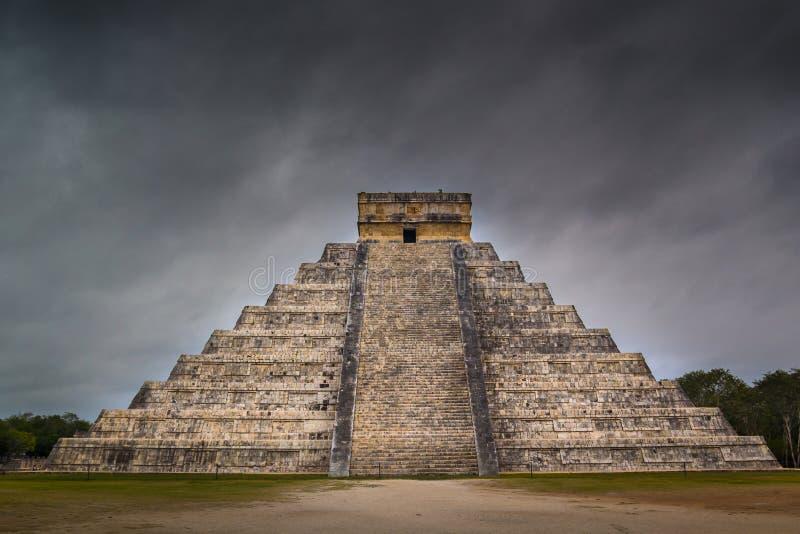 Chichen Itza El Castillo Majski Pyramide w Jukatan Meksyk zdjęcie royalty free