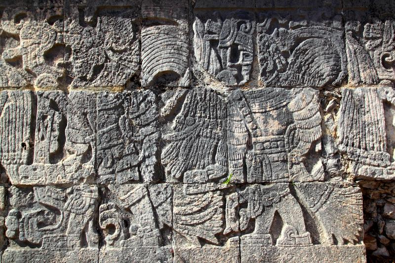 Chichen Itza Hieroglyphenmayakugelgericht stockfotografie