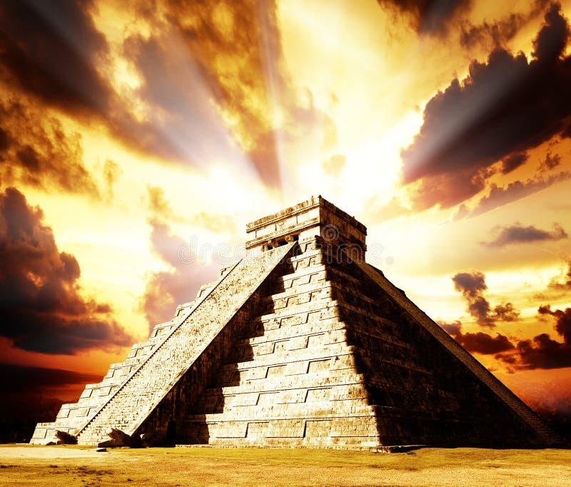 Download Chichen Itza Mayan Pyramid stock image. Image of kukulkan - 24814433