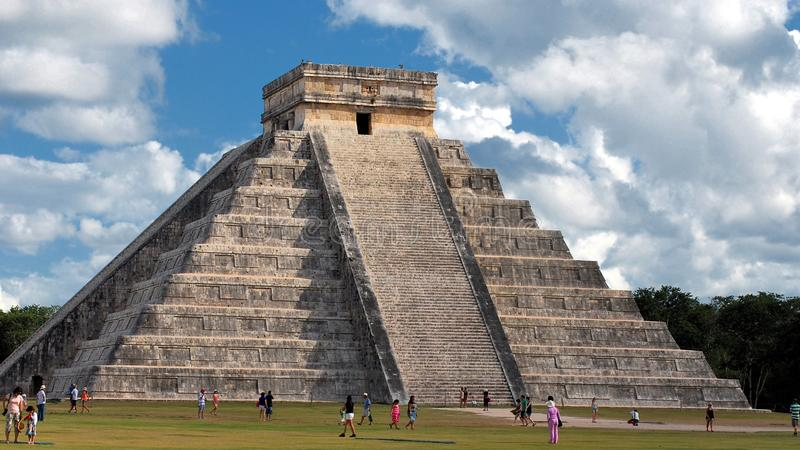 Chichen Itza: Mayan ruïnes van Mexico stock afbeeldingen