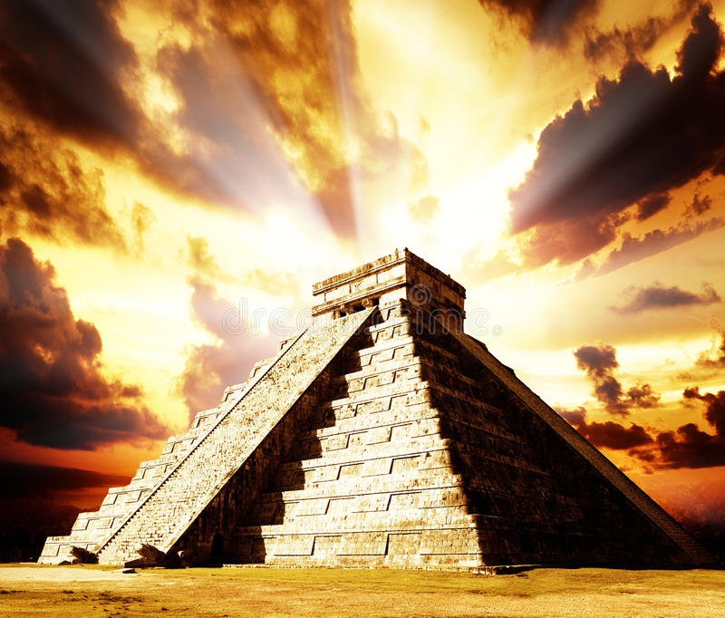Chichen Itza Mayapyramide stockfotos