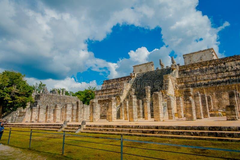CHICHEN ITZA, MEXIQUE - 12 NOVEMBRE 2017 : Vue extérieure du temple des guerriers chez Chichen Itza, Yucatan, Mexique photos libres de droits