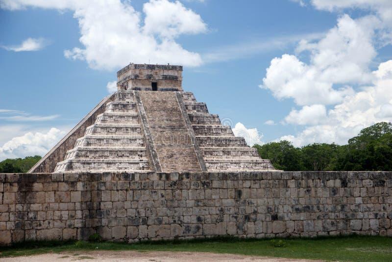 Chichen Itza Tzompantli väggen av skallar, Mexico - stad fotografering för bildbyråer