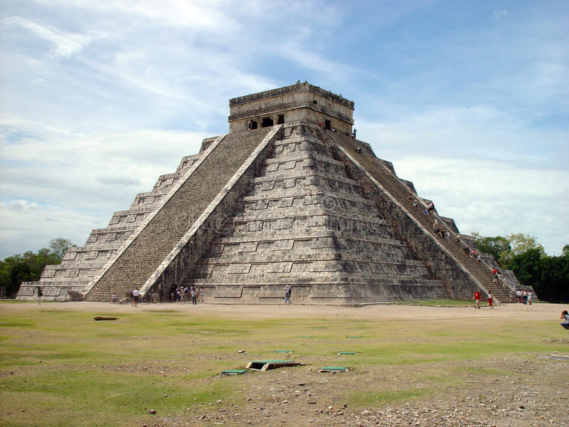 chichen itzamexikanpyramiden fotografering för bildbyråer