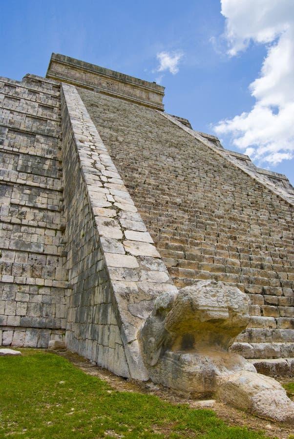 chichen itzapyramiden royaltyfria foton