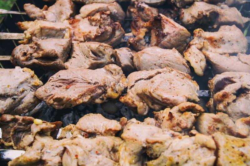 Chiches-kebabs appétissants, cuits sur le gril photo stock