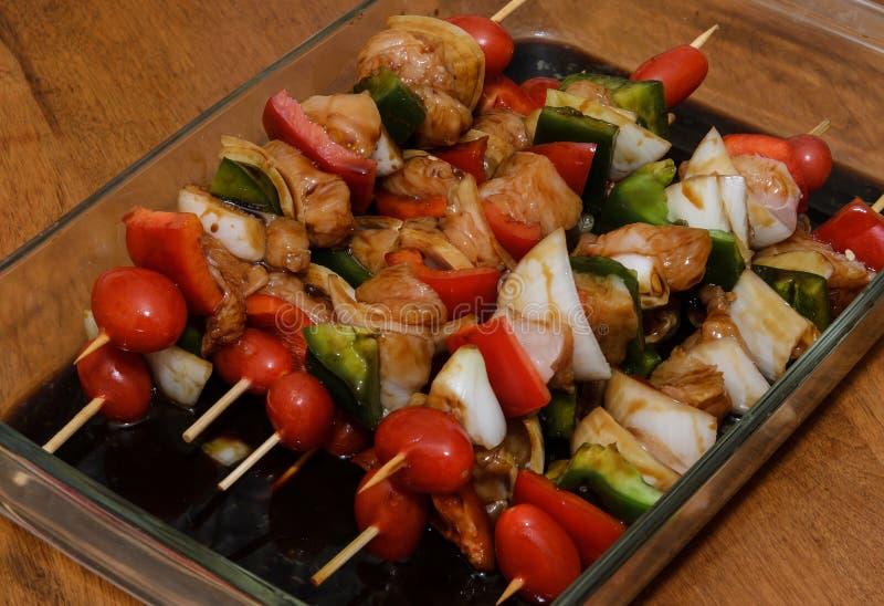 Chiches-kebabs frais pour le gril photo libre de droits