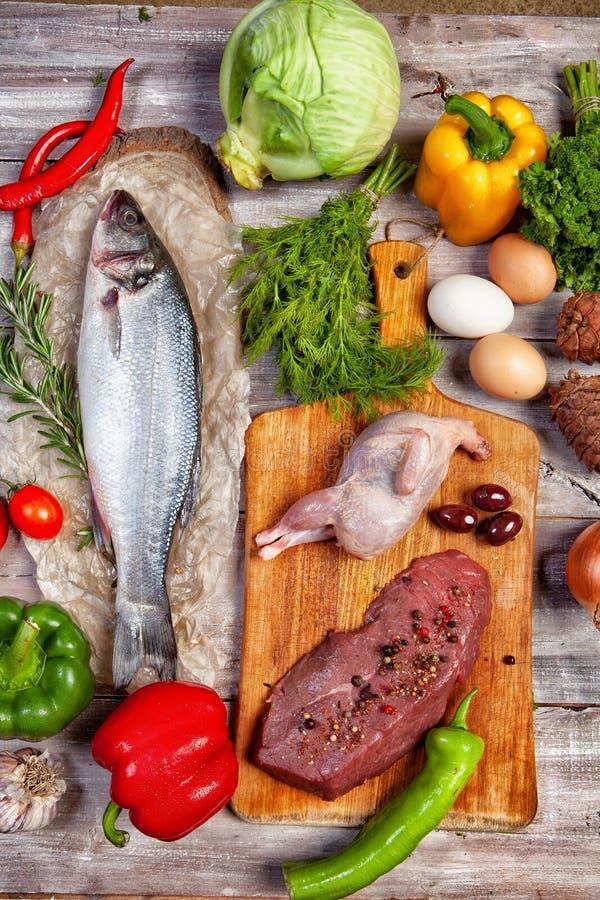 Chicke, pescados y verduras imágenes de archivo libres de regalías